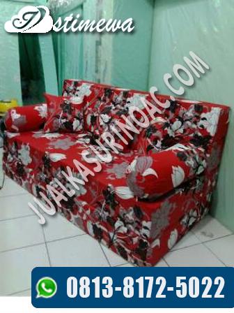 sofa bed motif merah
